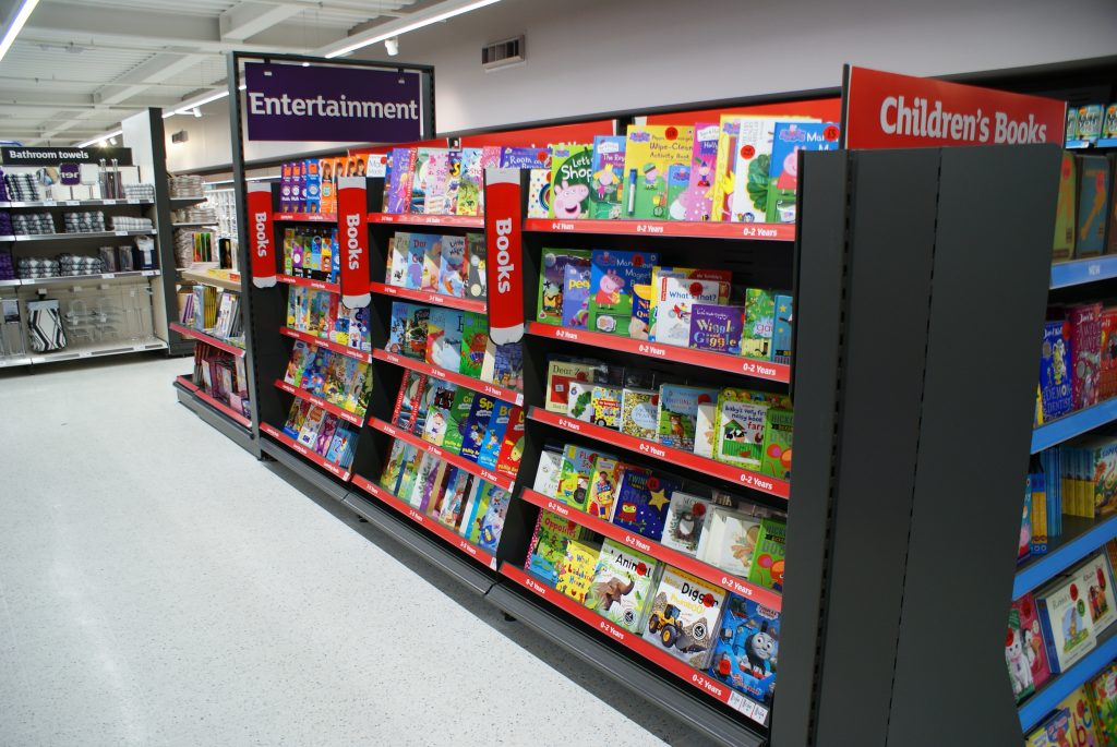 This image has an empty alt attribute; its file name is book-shelf-1024x685.jpg